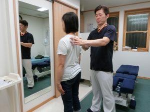 渡部治療院では施術前の検査もしっかり行います。