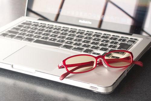 眼鏡の不具合やストレスも眼精疲労の原因になります