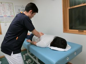 当院の整体は揺らすだけで痛みのないソフトな整体です。