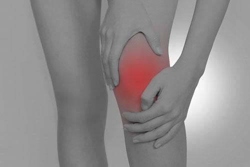 姿勢の悪さも膝へ負担を掛ける原因になります