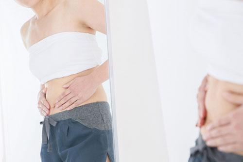 ダイエットをしても下半身が痩せずに悩んでいる女性